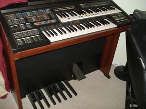 *Yamaha Electone MC-600T Keyboard