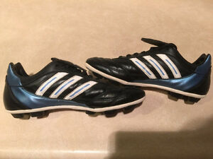Women's Adidas Outdoor Soccer Cleats Size 7 London Ontario image 4