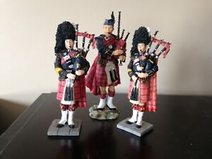 SCOTTISH FIGURINES FULL DRESS KILT,PLAYING BAGPIPES