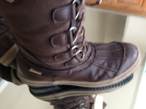 Pajar woman lace up boots size 10 fit like a 9