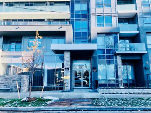 Amazing 1Br+Den Condo, walking distance to Bayview TTC Station!