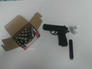 .177cal pellet gun CO2 pistol with CO2 cartridges and pellets