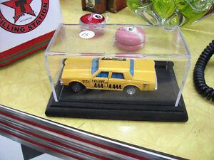 auto taxi yellow MAJORETTE Chevrolet impala dans case