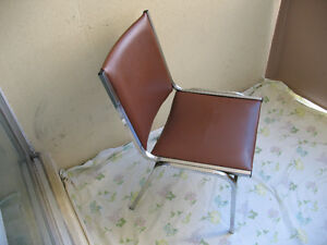 VINTAGE OFFICE OR HOME CHAIR.