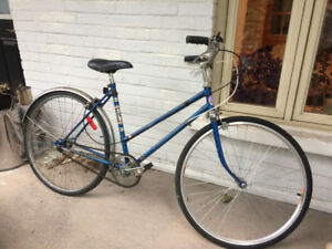 petit vélo bleu / little blue bike - old school style