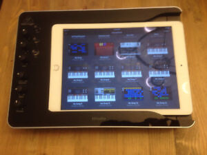 Behringer Docking Station for iPad with Audio