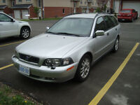 2004 Volvo V40 4 Dr.Wgn .lOOKING FOR QUICK SALE.