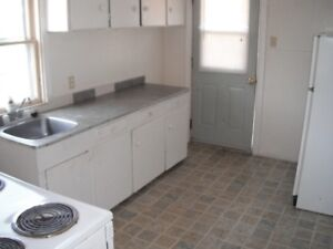2 bedroom apt West $620 mo(heat&lights are included)