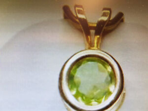 10 kt gold Peridot Pendant and Earring Set Regina Regina Area image 1