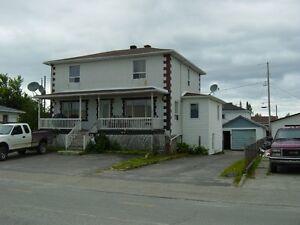 Grande maison 5 chambres plus revenues $ 1800,00 /mois CHIBOUGAM