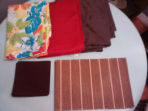Table Cloths/Place Mats/Napkins