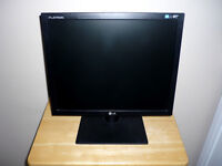 LG Flatron Computer Monitor .. All cables included