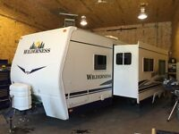 2007 FLEETWOOD 27' TRAILER WITH SUPER SLIDE AND POLAR PACKAGE