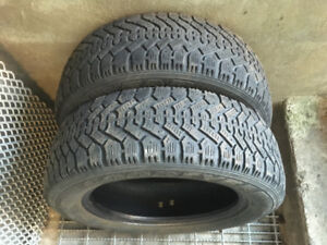 2 PNEUS D'HIVER / 2 WINTER TIRES 205/60/16 GOODYEAR NORDIC