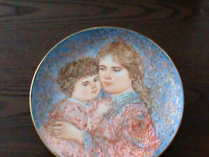 "Mother's Day Plate by Knowles from 1985 ""Erica and Jamie""  22 ka"