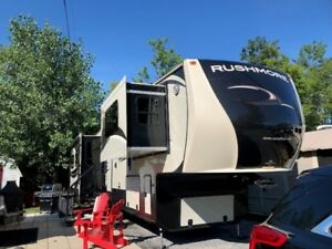Caravane à sellette : Crossroad Rushmore Washington 2015.