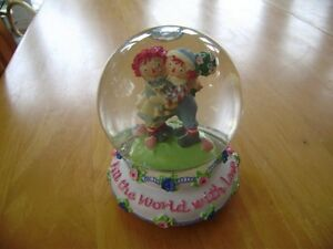 RAGGEDY ANN AND ANDY WATERGLOBE
