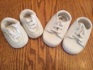Petits souliers pour bébé (3$ la paire)