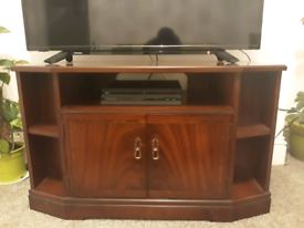 Strongbow TV Stand Mahognay