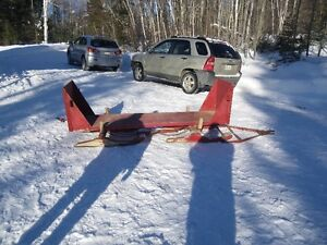 Traîneau à bois  ( sleigh team à bois)