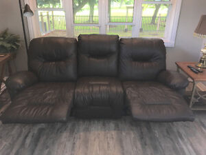 STRATFORD - Real Leather 3 Seater Recliner Stratford Kitchener Area image 4