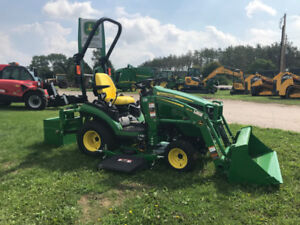 NEW John Deere 1025R with loader, mower and ballast box.
