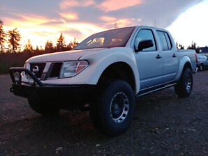2006 Nissan Frontier V6 4.0L 4x4 6-speed with lots of extras!