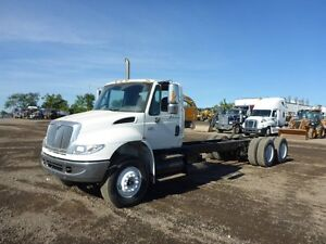 "2005 International 4400 ""Tandem"" Axle Cab and Chassis"
