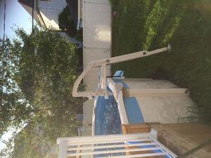 Échelle de piscine hors terre sécuritaire