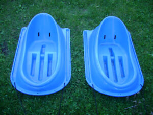 2 TODDLERS PLASTIC SLEDS(used)