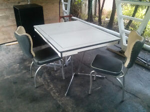 Retro table and 2 chairs MUST GO!!!!! MAKE AN OFFER! London Ontario image 1