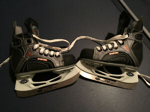 Easton ice skates size Y8 Strathcona County Edmonton Area image 1