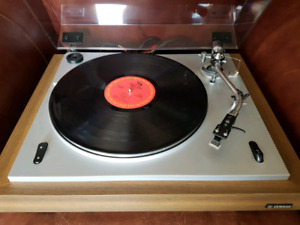 Yamaha Stereo Turntable Record Player
