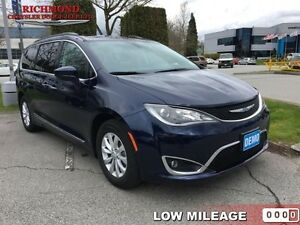 2017 Chrysler Pacifica Touring-L   - Bluetooth -  Leather Seats