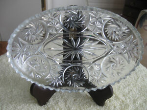 LARGE OVAL VINTAGE PINWHEEL-PATTERN GLASS RELISH / PICKLE DISH