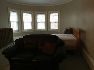 Large 1  bedroom in a 5 bedroom house,