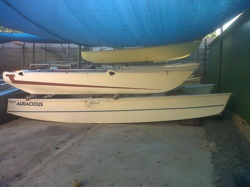 Halcat catamaran hulls for fishing