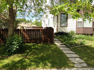 3 Bdrm Furnished Home in Strathcona Park SW