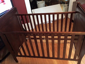 Graco Crib and Bedding/Accessories