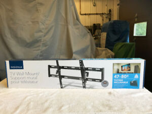 Insignia  TV Wall Mount 47-80 inches Tilting Inclinable