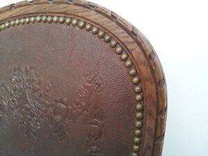 6 belles chaises antiques plus que centenaires, bois et cuir
