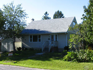 House or rooms for rent, 10 minute walk from Algonquin