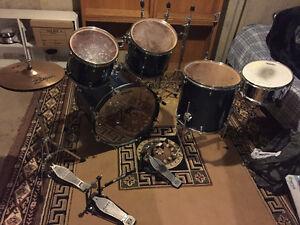 Mapex 5-pc Drum Set (dk. blue), Evans drumheads, Cymbals + More