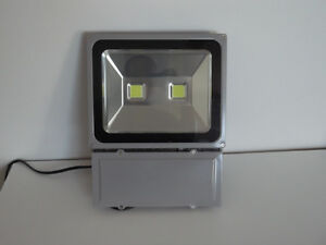 Projecteur LED  100w waterproof (FLOOD) 110-220v ''neuf''