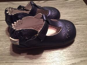 Souliers Robeez NEUFS taille 19 (ou 4)