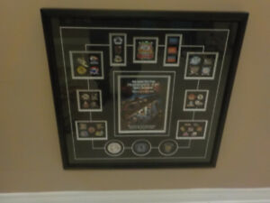 MINOR LEAGUE HOCKEY PINS AND PUCKS UNDER GLASS PICTURE FRAME