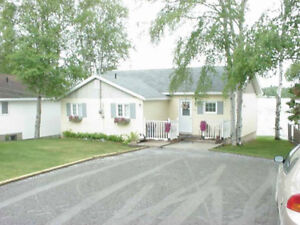 WATERFRONT Furnished COTTAGE on beach +2-l/2 lots across road