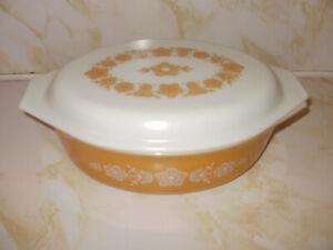 Butterfly Gold Oval Pyrex Casserole Dish