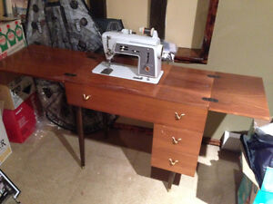 Older Singer sewing machine/table