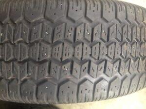 4 pneu hiver uni royal P195-60-r15